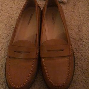 NWOT Tan loafers
